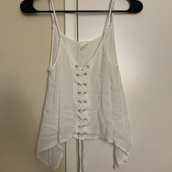 Forever 21 Tops - Forever 21 white lace up spaghetti strap/crop🦋